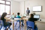 عکس استوک کلاس هوشمند دانش آموزان
